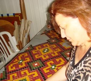 galinhas e tapete 068 fazendo tapete